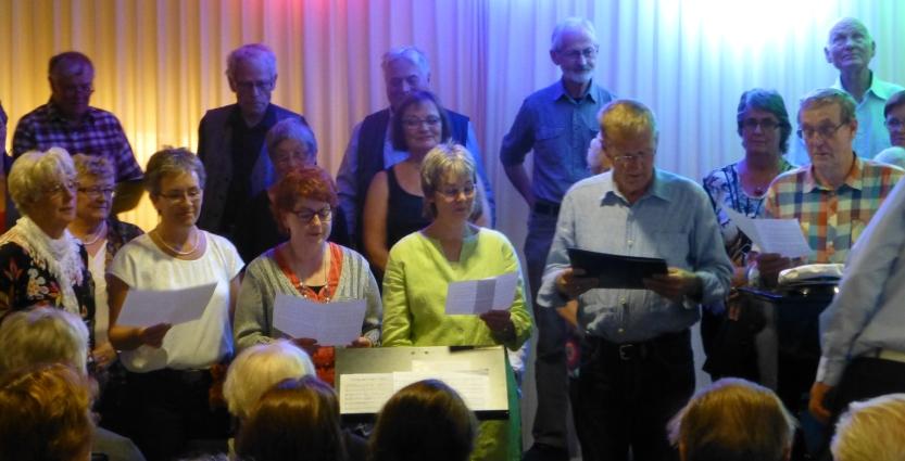 6 sangere ble kalt fram for å synge av bladet