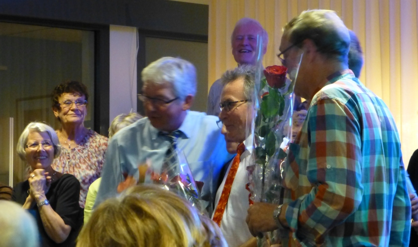 Ære og blomster til solister og dirigent og til leder-Jens