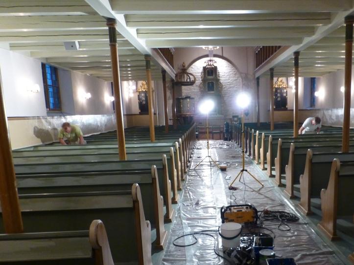 Kirken shines opp