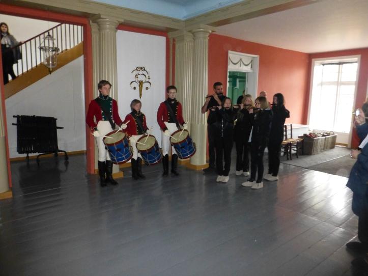 Fløyter og trommer og flinke folk fra kultruskolen