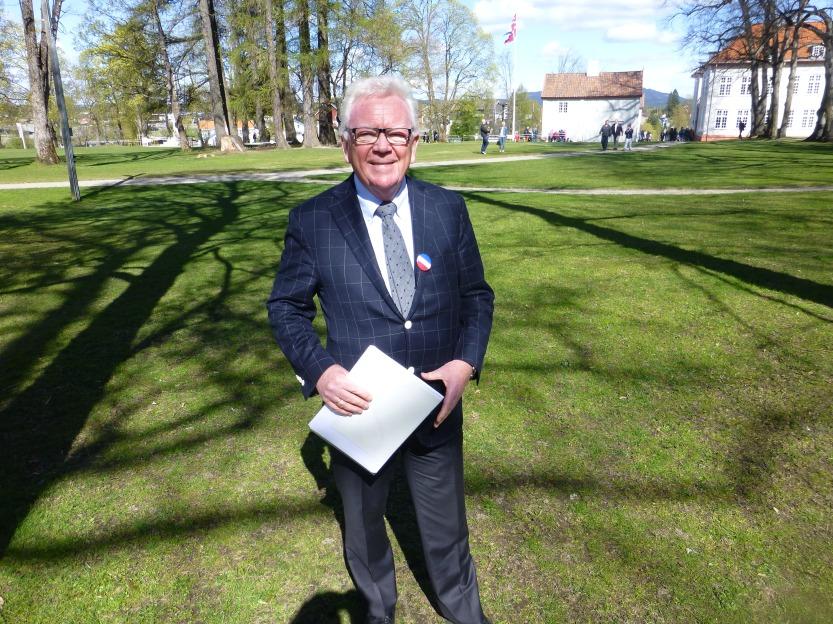 Valgkommentatoren får kommentere Norges første demokratiske valg